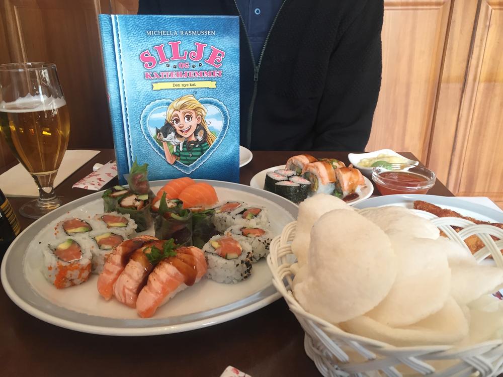 Forfatterstatus: Det blev fejret med sushi, da første bind af Silje og Kattehjemmet udkom i maj!